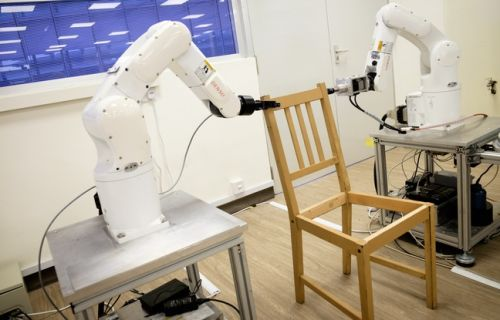 VIDEO. Un robot réussit l'impossible: monter une chaise Ikea