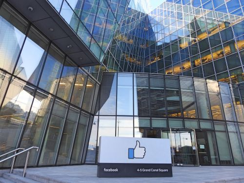 Actualité:  Reuters s'associe au programme de fact-checking de Facebook