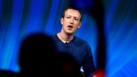 Facebook:  Mark Zuckerberg refuse de bannir les propos négationnistes