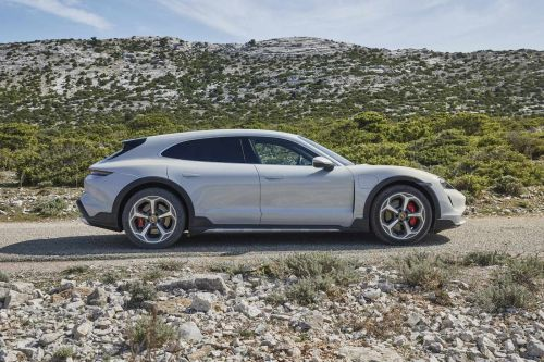 La Porsche Taycan existe maintenant en version break tout-terrain