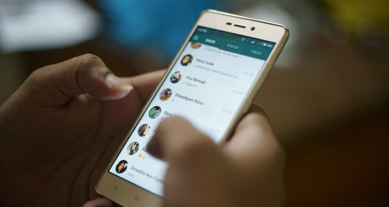 WhatsApp renforce encore son arsenal contre les « fake news »